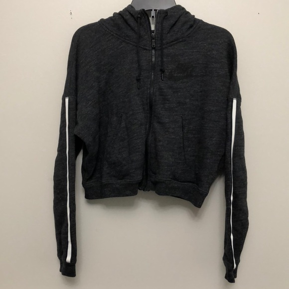 f18dba904e7c Women s Nike District 72 FZ Gray cropped hoodie. M 5bdb1e16819e9025b8698920